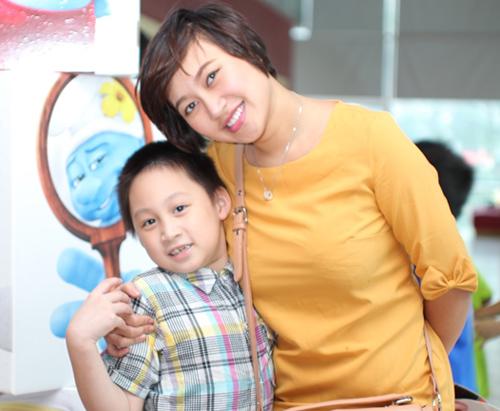 Họa mi Khánh Linh lần đầu dẫn con trai dự ra mắt phim 3
