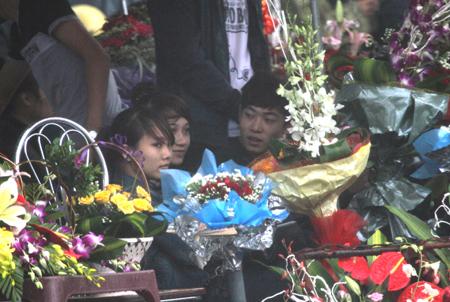 Đội mưa, vượt lũ, mua hoa cho người thương 15