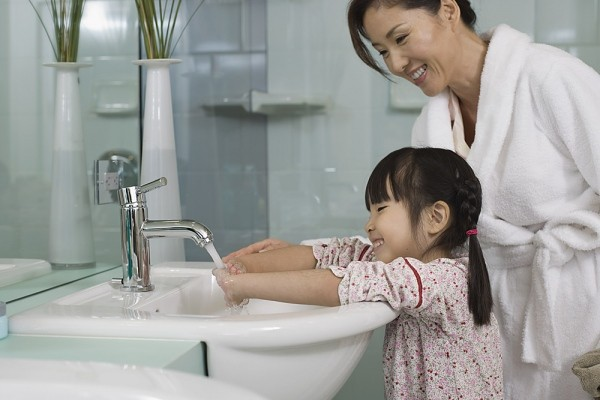 8 nguyên tắc giữ vệ sinh cần biết khi nhà có trẻ nhỏ 1