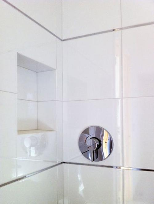 Cách nhanh gọn làm sạch từng ngóc ngách trong nhà tắm 2
