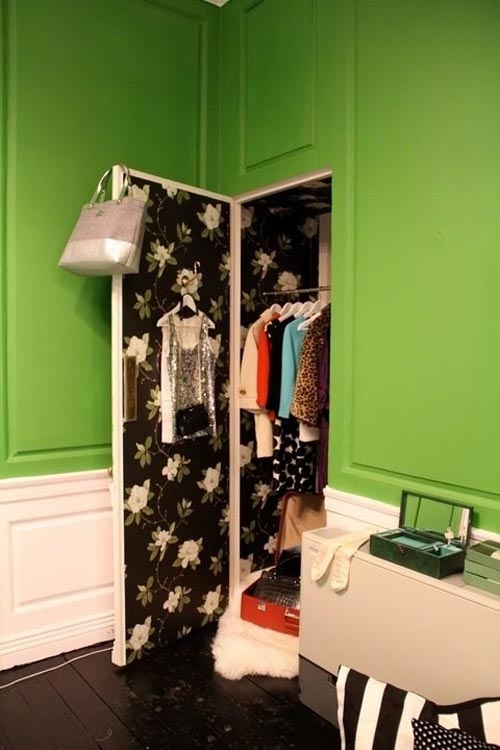 Mẹo xếp đồ trong tủ quần áo quá nhỏ 7