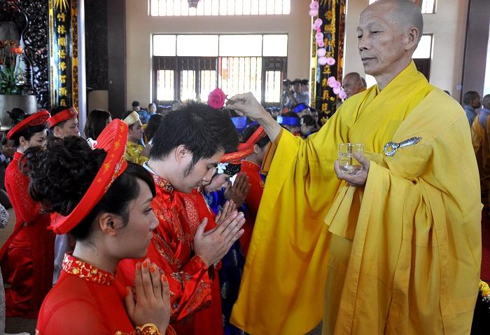 Hà Nội: Kết hôn tập thể theo nghi thức Phật giáo cho 14 đôi tân duyên 11