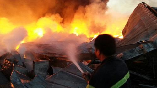 Biển lửa bao trùm nhà máy Diana Bắc Ninh 3