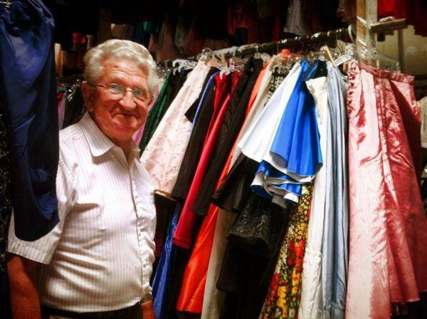 """Sốc với bộ sưu tập 55.000 chiếc váy của """"cụ ông yêu vợ nhất quả đất"""" 2"""