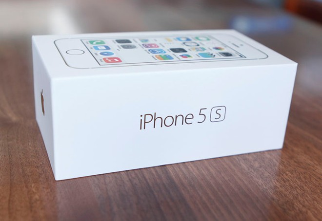 Mở hộp iPhone 5S vừa về Việt Nam 2