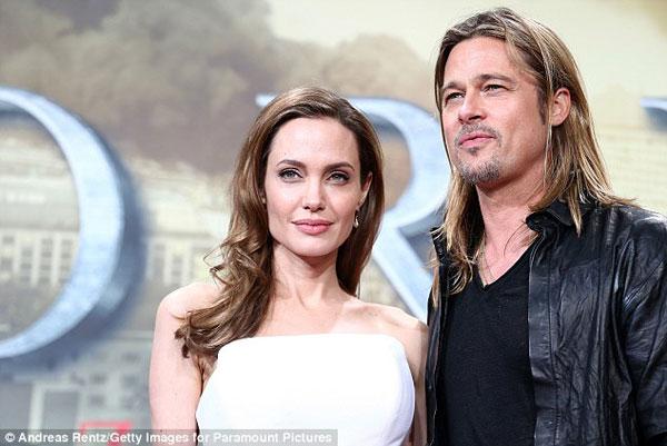 Angelina Jolie 'thả rông' xuống phố khoe ngực đầy khó tin 5