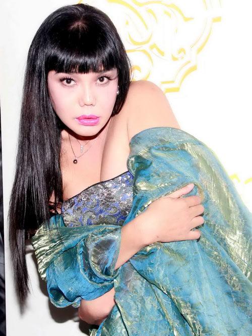 Hoảng hồn cảnh Cindy Thái Tài áp má Don Nguyễn vào bộ ngực đồ sộ 2