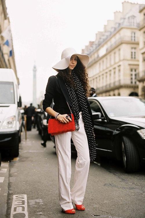 Phối đồ nổi bật cùng 4 kiểu quần trắng phổ biến cho nàng công sở 11