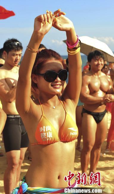Ngắm rừng người đẹp nhảy múa bên bãi biển 8