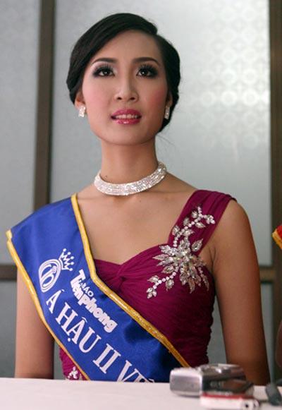 Á hậu Thùy Trang chuẩn bị lên xe hoa 1