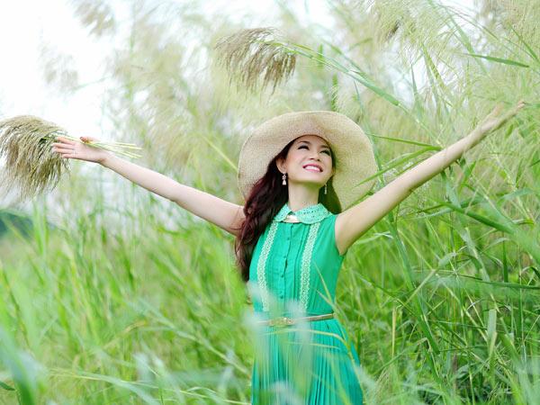 Hoa hậu Yến Nhi duyên dáng cùng nón thu 2