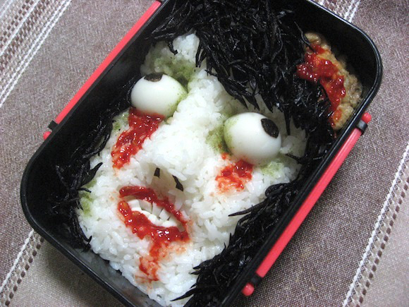 Những hộp cơm Bento nghệ thuật kinh dị 12