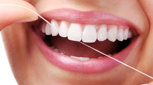 6 cách đơn giản làm trắng răng tự nhiên 6