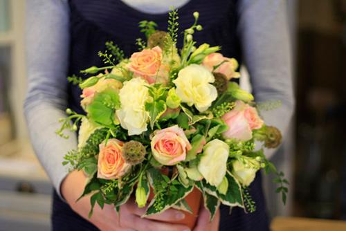 Tự cắm hoa hồng đẹp và sang trọng 5
