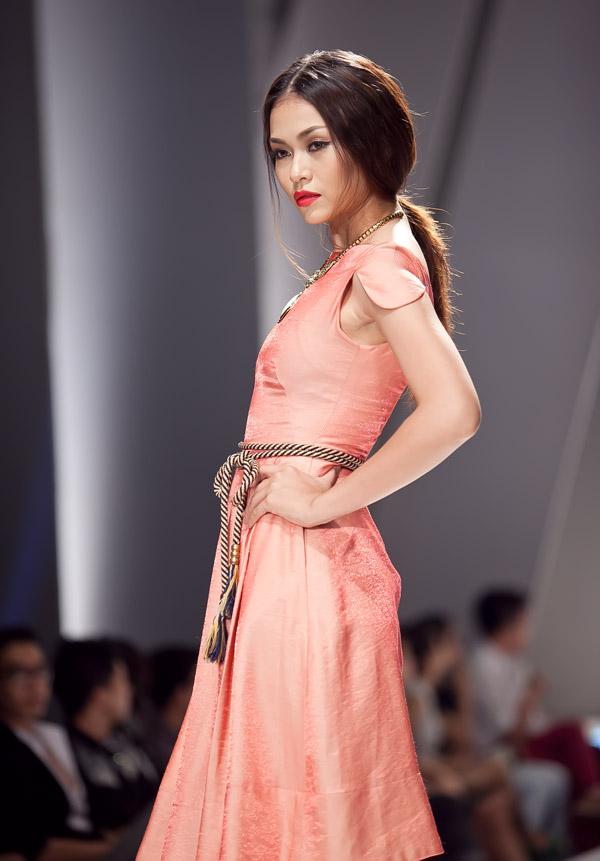Những mẫu váy lộng lẫy mới nhất cho tháng 4 13