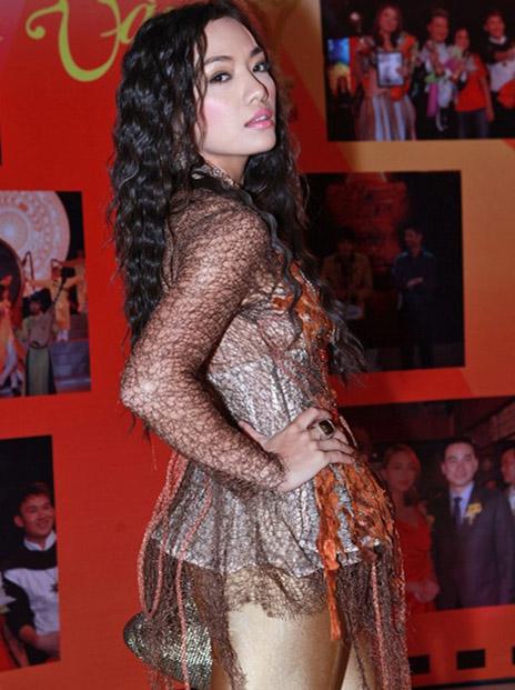 Bàng hoàng gu thời trang kỳ quặc của sao Việt 15