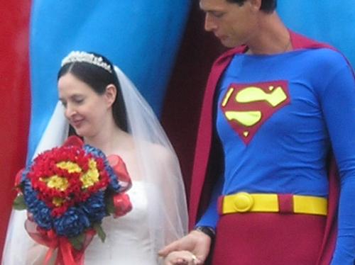Bị vợ bỏ vì mê siêu nhân 2