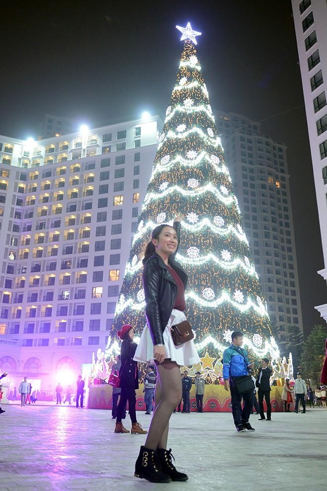 Cây thông Noel cao nhất Việt Nam ở Hà Nội 5