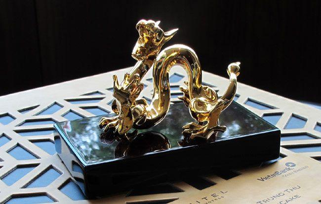 6,5 triệu đồng một hộp bánh trung thu rồng mạ vàng 2
