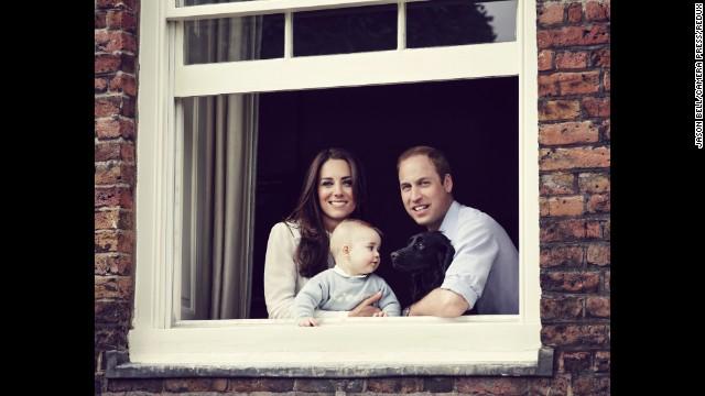 Đáng yêu Hoàng tử George tròn 8 tháng 1