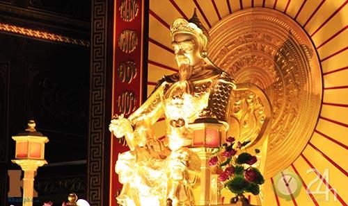 Chiêm ngưỡng đền thờ dát vàng giá ngàn tỷ tại Việt Nam 10