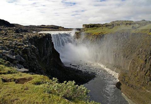 """Vẻ đẹp """"mê hồn"""" của thác nước 'dữ dội' nhất châu Âu 9"""