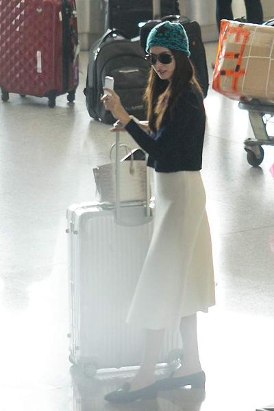 Lâm Chi Khanh đón Hoa hậu chuyển giới Thái Lan ở sân bay Tân Sơn Nhất 1