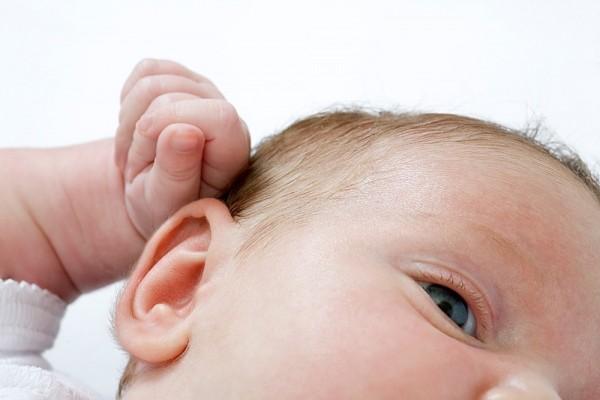Mách mẹ cách vệ sinh 3 vùng nhạy cảm nhất của bé 1