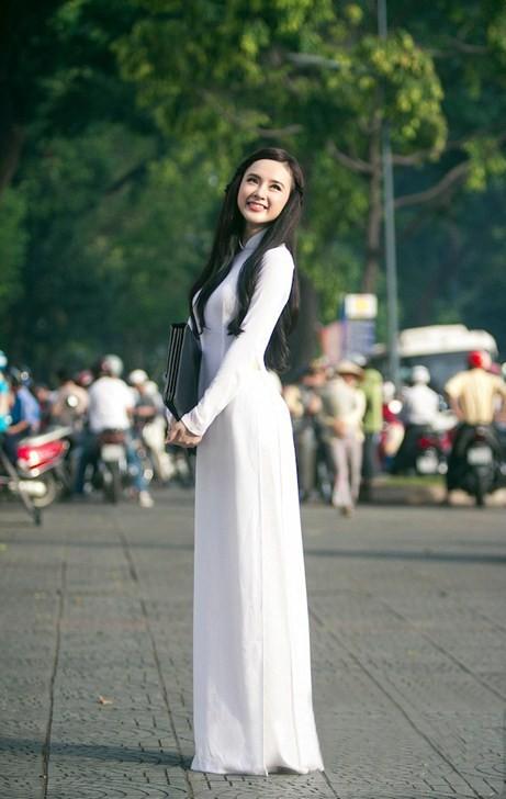 Angela Phương Trinh hiền dịu, mỏng manh trong tà áo dài trắng 1