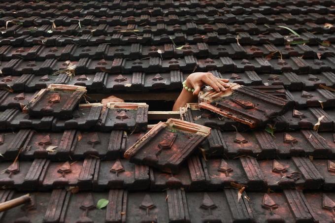 Nước lũ chạm mái nhà, dân Hà Tĩnh đói rét 4