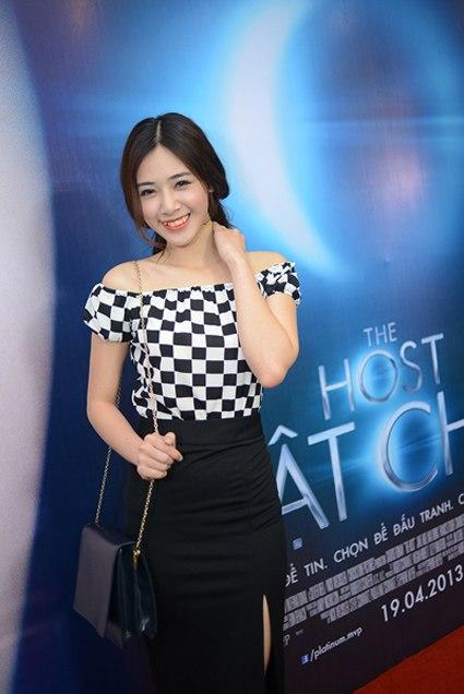 Sao Việt đua nhau diện váy ô bàn cờ 6