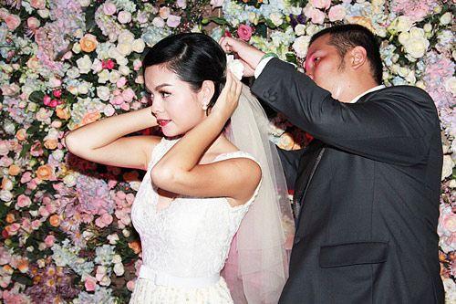 5 cặp tình nhân 'mật ngọt' của showbiz Việt 5