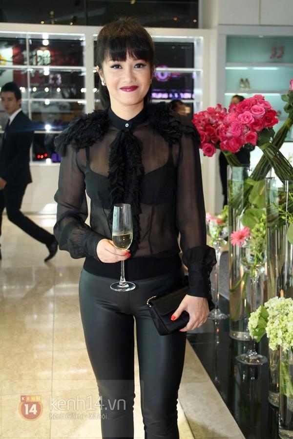 Kiều nữ Việt kém xinh đẹp vì lỗi trang điểm dày phấn 3
