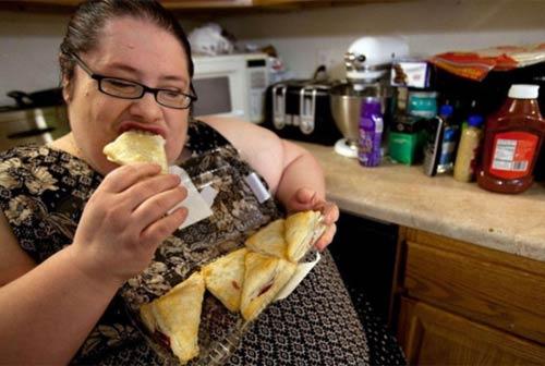 Cuộc sống thường ngày của bà mẹ 453kg 6