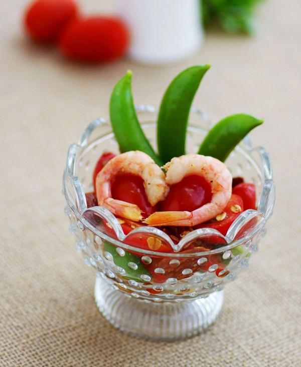 Salad tôm cà chua làm dễ ăn ngon 1