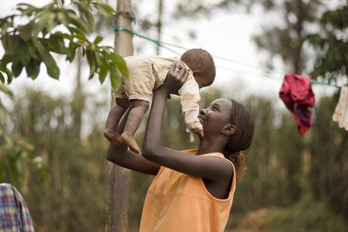 """""""Tròn mắt"""" học mẹ Kenya nuôi con 1"""