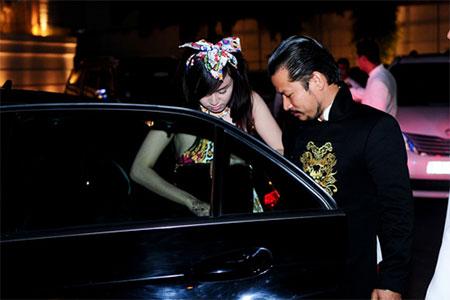 Ông Tưng đưa đón Bà Tưng bằng xe sang gây náo loạn 3