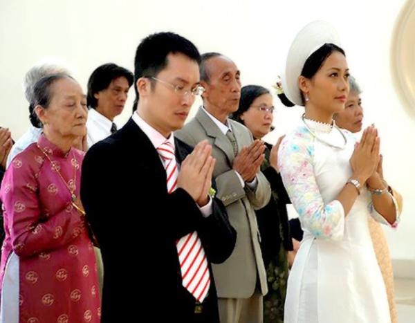 Sao Việt làm đám cưới nơi cửa Phật 6