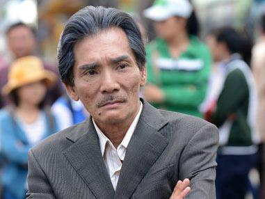 Ở tuổi 58, Thương Tín đi đóng phim kiếm tiền nuôi con gái nhỏ 7 tháng tuổi 1