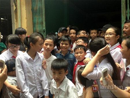 Quang Anh trở về quê nhà trong sự chào đón nồng nhiệt của người dân 9