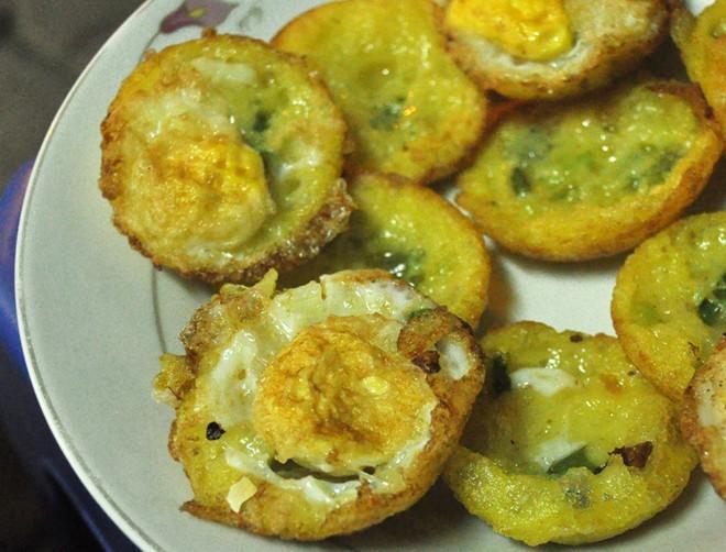 Bánh căn, chè chuối nướng ngon lạ ở vỉa hè Nguyễn Như Đổ 3