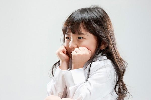5 câu hỏi thường gặp về tính nhút nhát của con 2