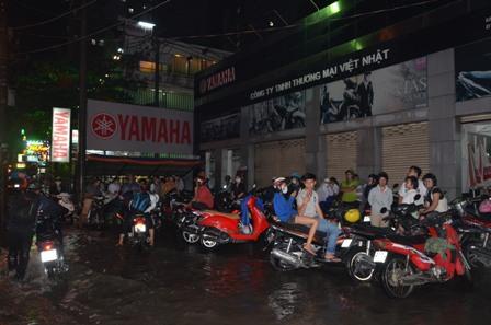 TPHCM bị ngập khủng khiếp sau trận mưa và triều cường 22