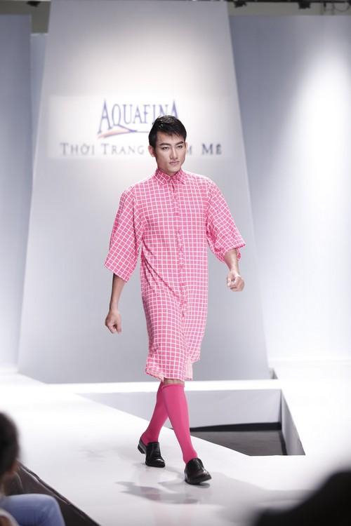 Giật mình mẫu nam Việt mặc vest không quần, diện váy hồng xuyên thấu 7