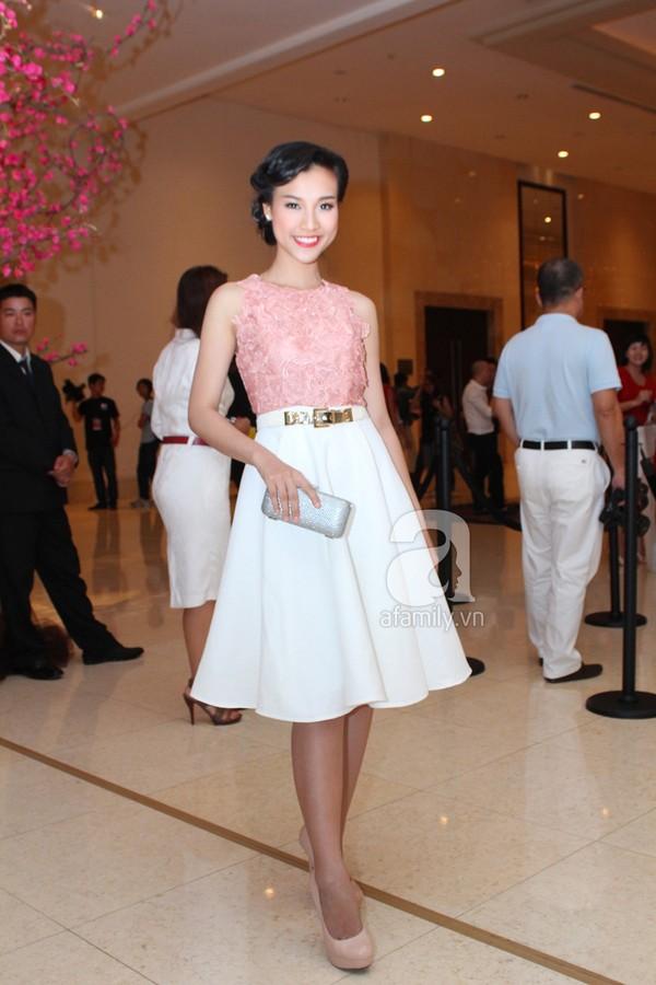 Mỹ nhân Việt lộng lẫy váy trắng trên thảm đỏ 3