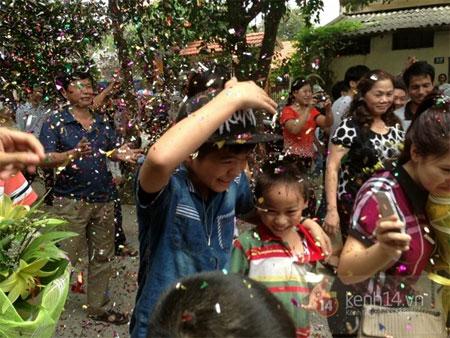 Quang Anh trở về quê nhà trong sự chào đón nồng nhiệt của người dân 6