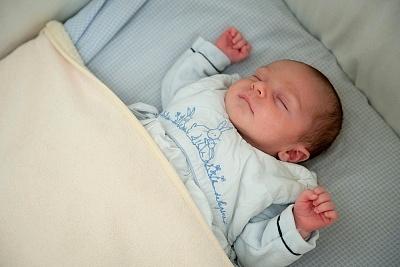 Giúp bé yêu tự ngủ qua đêm sau 7 ngày 1