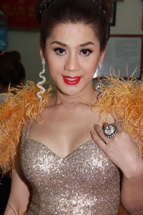 """Những sao Việt """"nghiện"""" phong cách trang điểm đậm 36"""