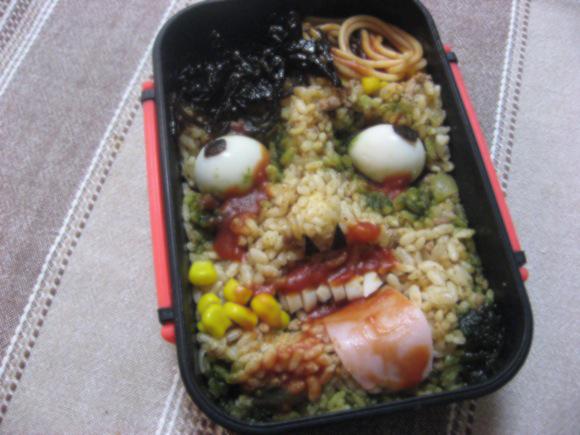 Những hộp cơm Bento nghệ thuật kinh dị 10