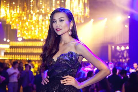 Thanh Hằng lộng lẫy tại Singapore 2